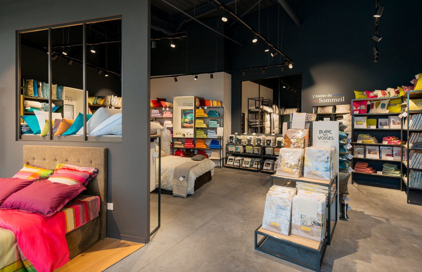 BLANC-DES-VOSGES_Magasin-Outlet-Village_DESIGN-D-ESPACE_archi-inteieur-designer-decorateur-retail_PLANET-DESIGN-PARIS-Eric-Berthes_03.jpg