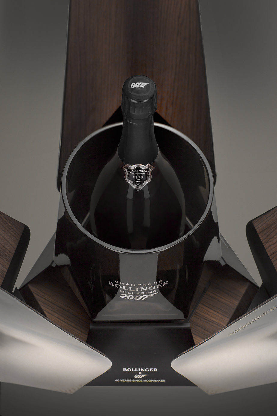 BOLLINGER_Moonraker-007_DESIGN-PRODUIT_Spiritueux-Champagne-James-Bond-Crystalerie-Saint-Louis-Anniversaire-40-ansPLANET-DESIGN-PARIS-Eric-Berthes_06.jpg