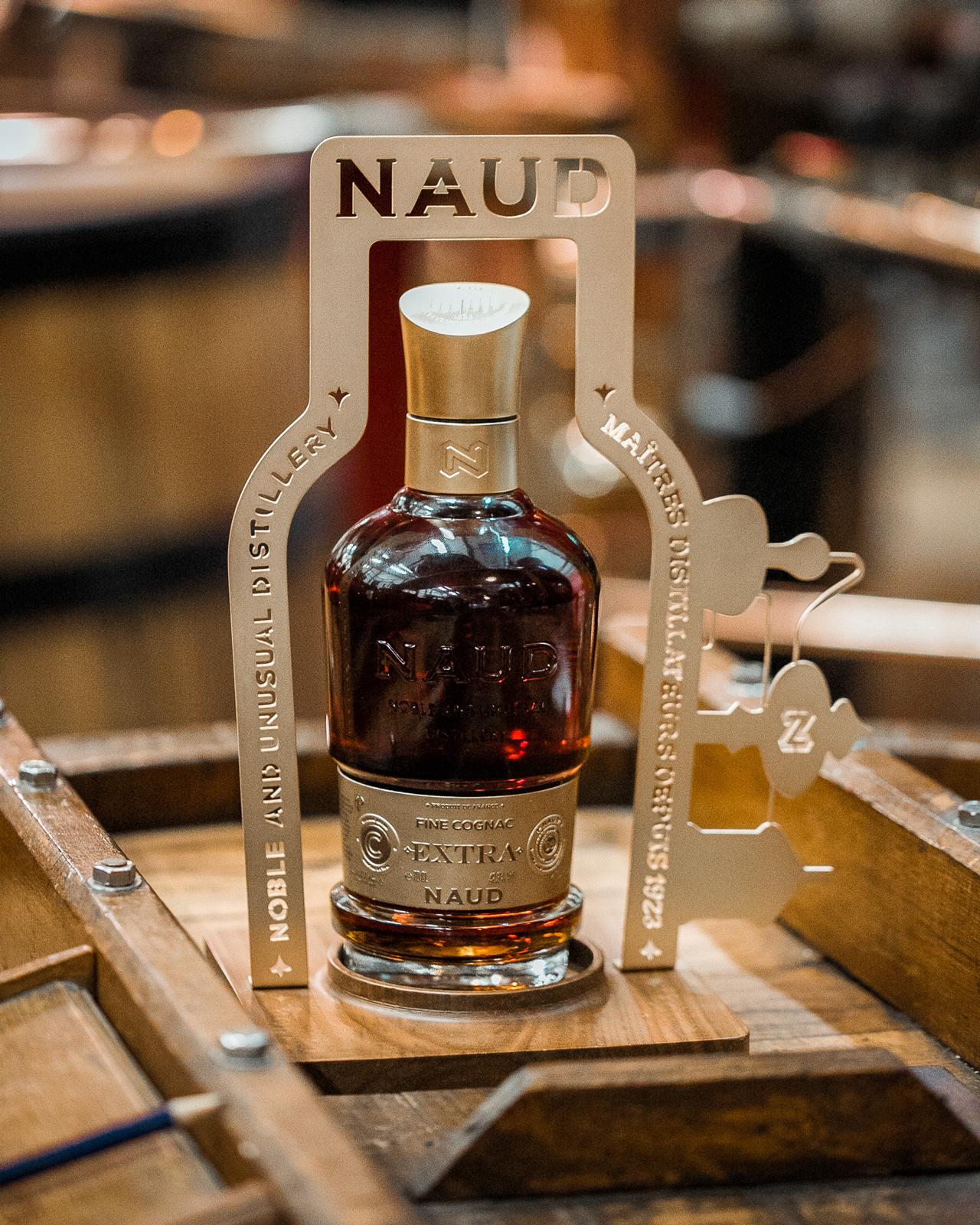 NAUD_Cognac-EXTRA-XO_SPIRITUEUX_Bouteilles-Etiquette-Identité-Marque_PLANET-DESIGN-PARIS-Eric-Berthes_07.jpg