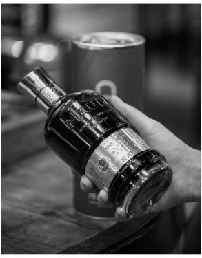 NAUD_Cognac-EXTRA-XO_SPIRITUEUX_Bouteilles-Etiquette-Identité-Marque_PLANET-DESIGN-PARIS-Eric-Berthes_09