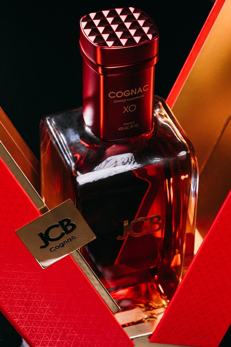 Coffret-Cognac-JCB-ERIC-BERTHES04.jpg